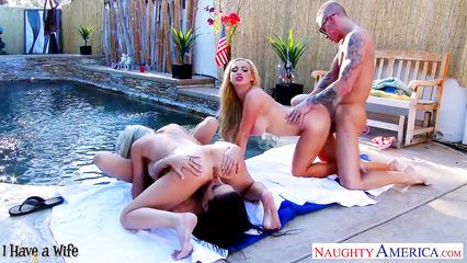 Пацан на пикнике дрючит трех горячих красоток в групповухе